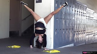 Flexible Isabella Nice wants to show their way bodily skills to a dude